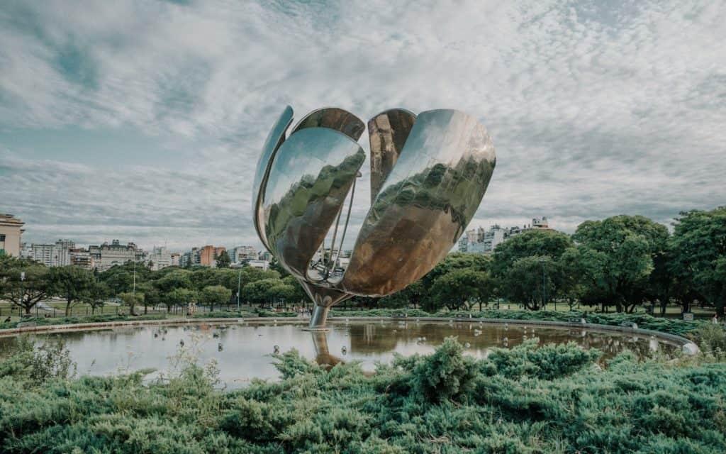Floralis generica co zobaczyć w Buenos Aires przewodnik po Buenos