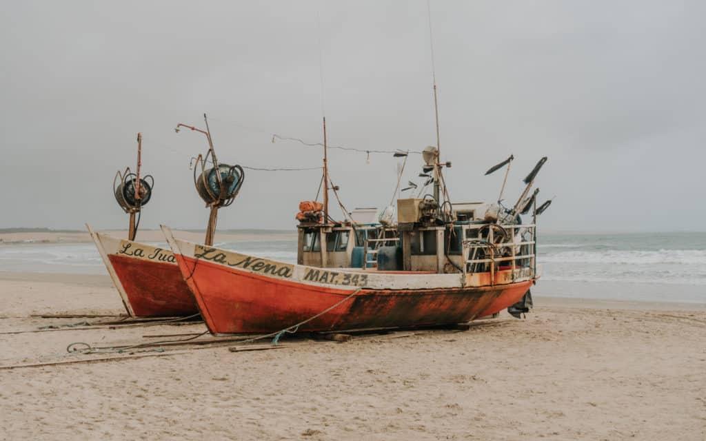 Łodź plaża w Cabo Polonio przewodnik po Urugwaju