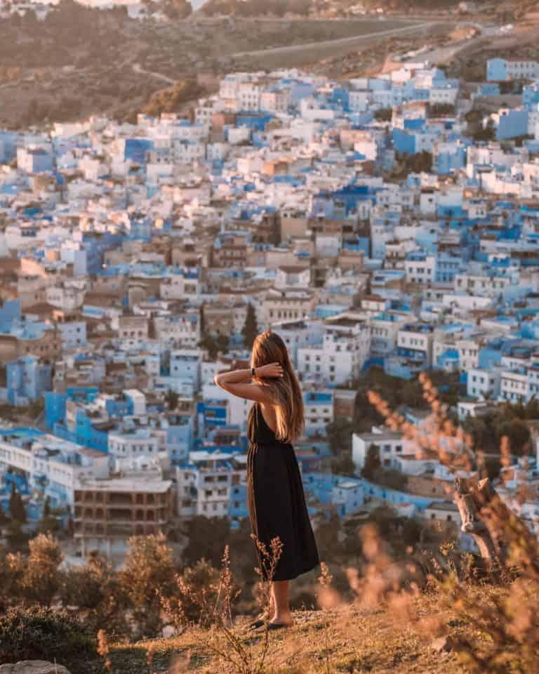 Chefchaouen niebieskie miasto w Maroko zachód słońca maroko
