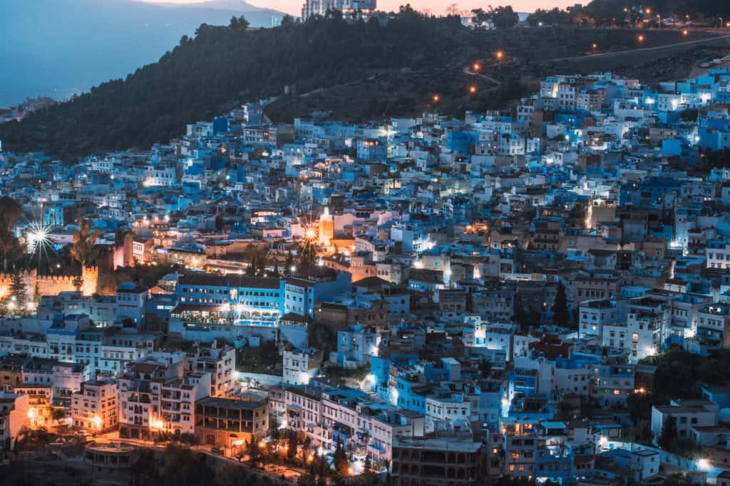chefchaouen nocą meczet maroko