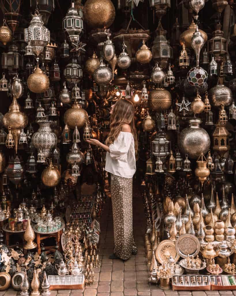 marrakesz medina sklep z lampami maroko