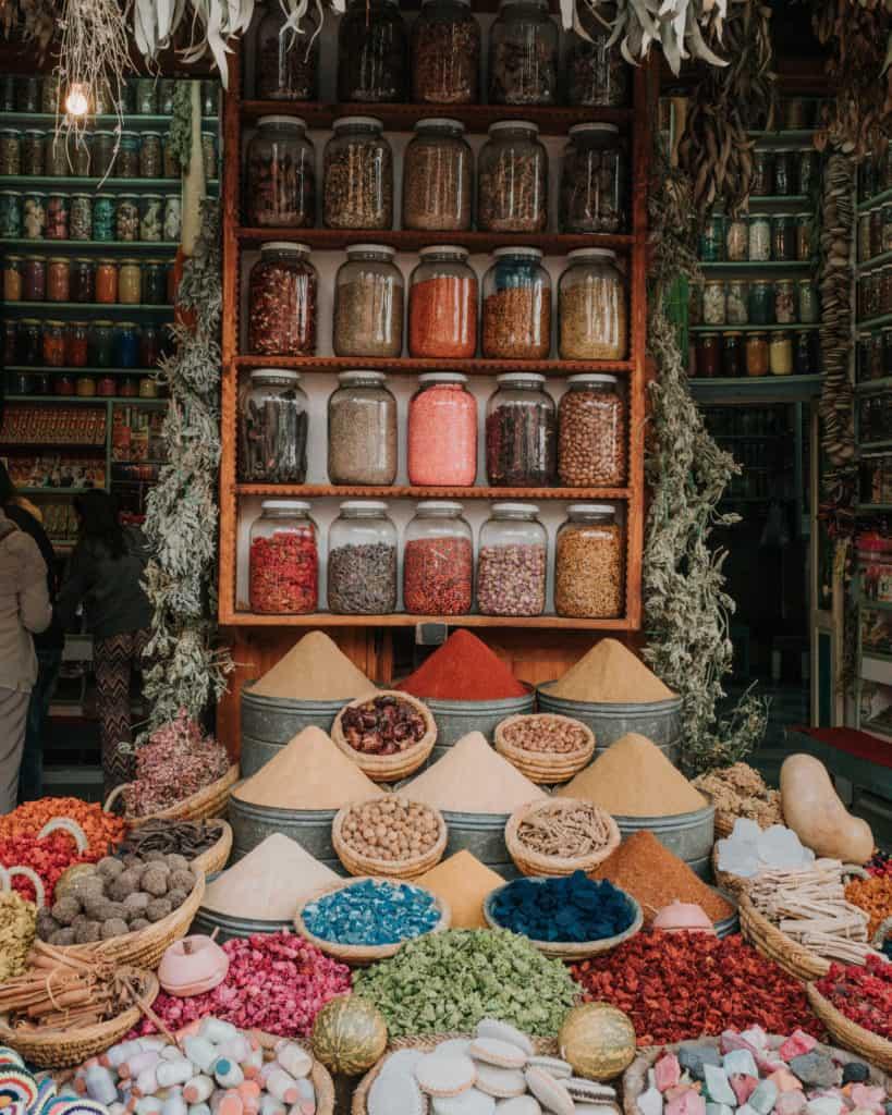 marrakesz medina stoisko z przyprawami maroko co zobaczyć