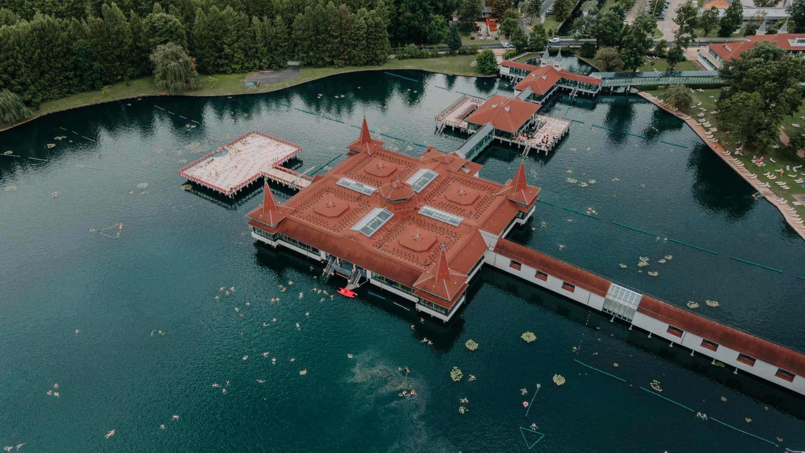 jezioro heviz z drona balaton co zobaczyć