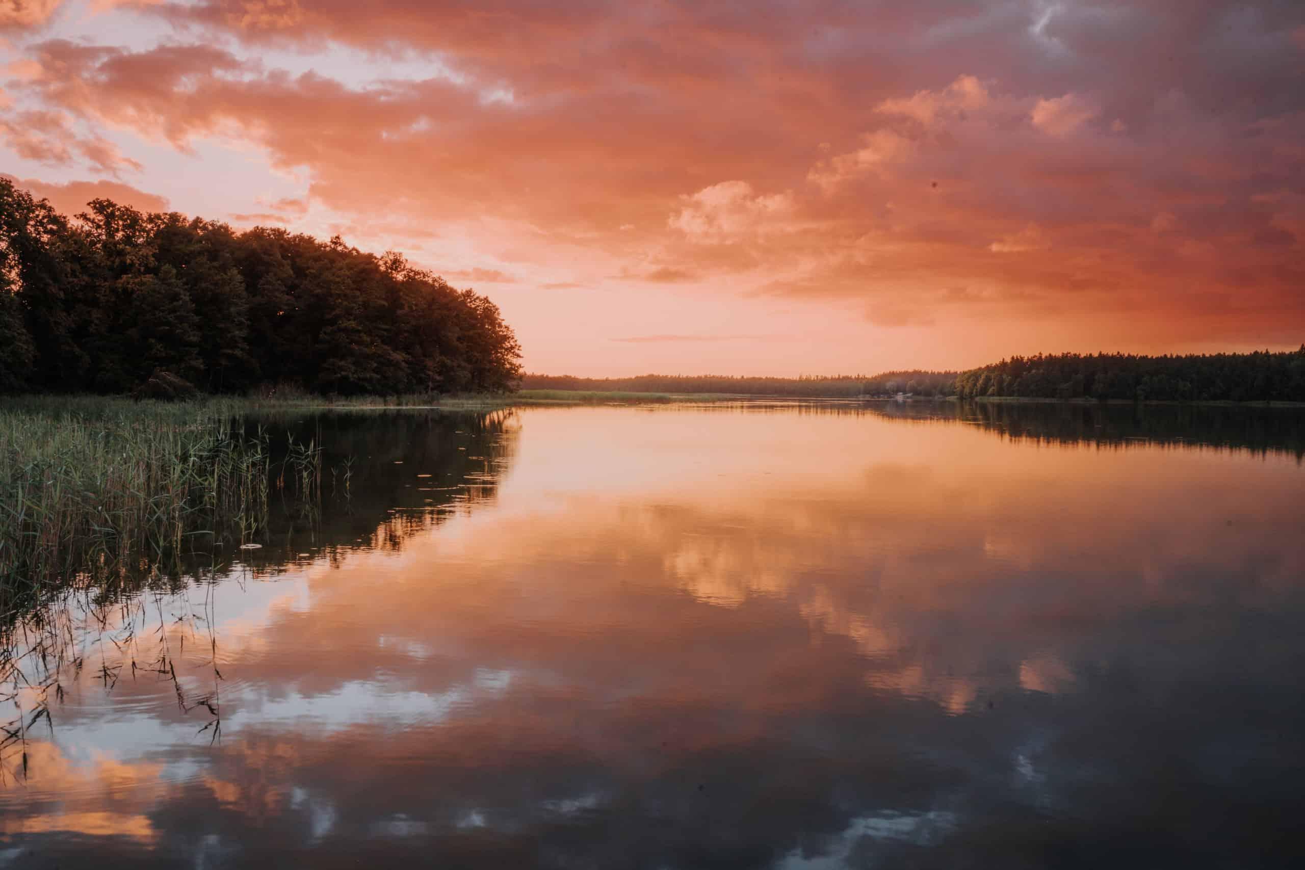 jezioro tabórz zachód słońca Polska przewodnik