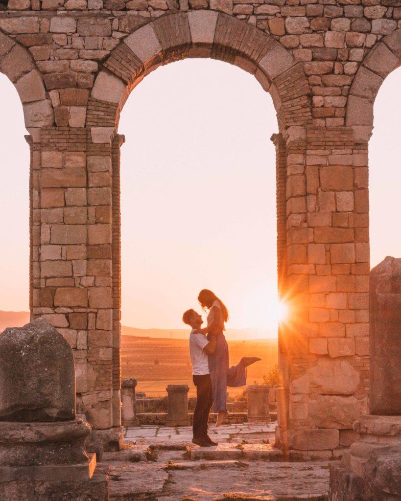 para zachód słońca volubilis maroko w dwa tygodnia