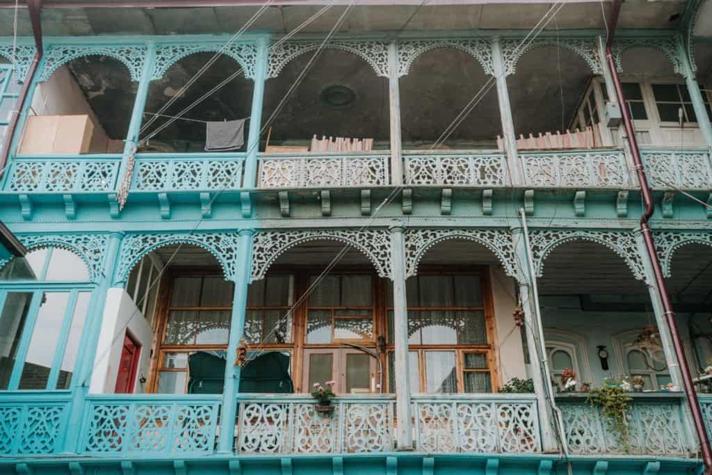 niebieskie balkony gruzja