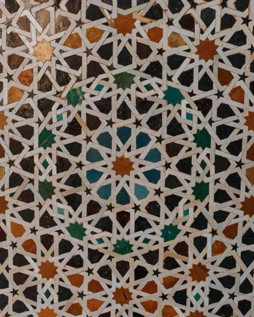 kolorowe płytki madrasa