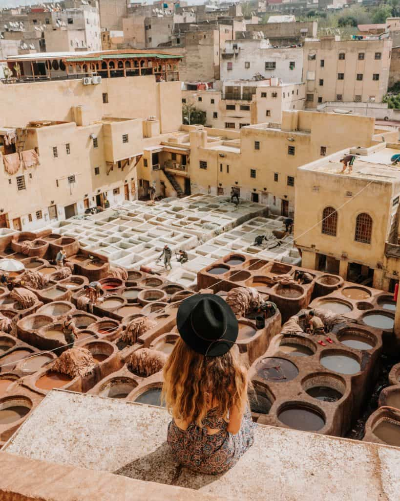 widok na farbiarnię chouara medina fez przewodnik