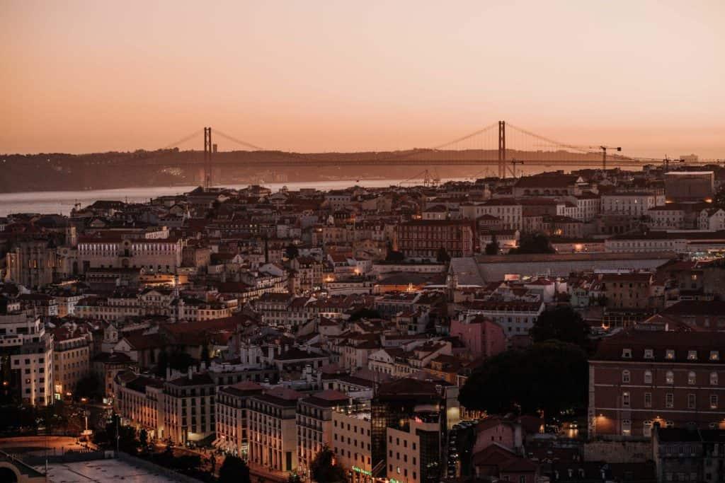 lizbona tuż po zachodzie słońca miradouro da graca najlepsze punkty widokowe w lizbonie