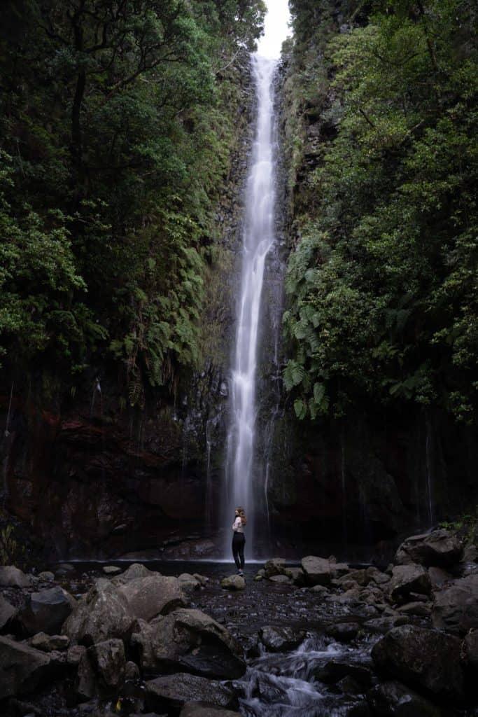 sprzęt do fotografii podróżniczej zdjęcie wodospadu sony a7III